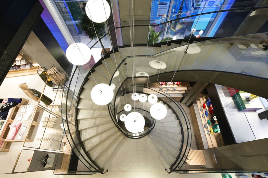 Benetton Flagship Store in der Londoner Oxford Street, Loop-Treppe