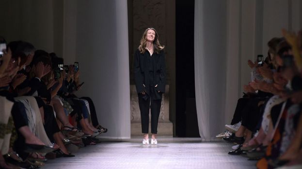Download von www.picturedesk.com am 14.04.2020 (10:44).  Fashion designer for Givenchy Clare Waight Keller, acknowledges the audience at the end of the Givenchy Women's Fall-Winter 2019/2020 Haute Couture collection fashion show in Paris, on July 2, 2019. (Photo by Lucas BARIOULET / AFP) - 20190702_PD8595 - Rechteinfo: Nur für redaktionelle Nutzung! - Editorial Use Only! Werbliche Nutzung nur nach Freigabe!